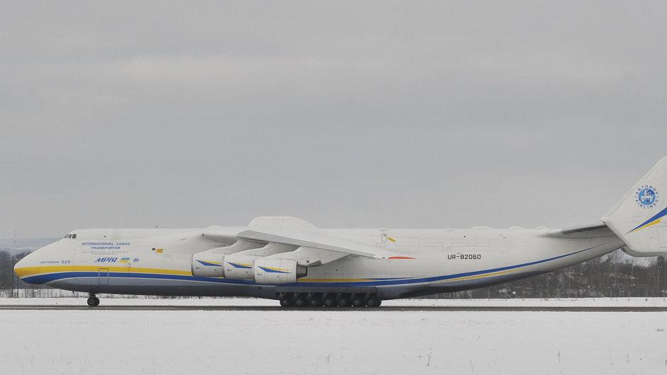 V Ostravě přistál největší letoun světa Antonov An-225 Mrija