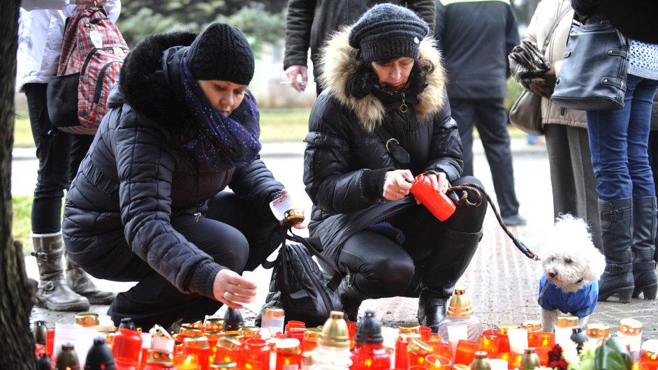 Pietní shromáždění k uctění památky obětí střelby v Uherském Brodě.