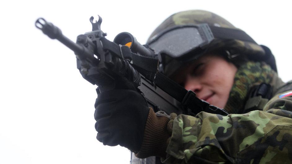 Armáda počítá, že ročně odvede až tři čtvrtiny osmnáctiletých (ilustrační foto).