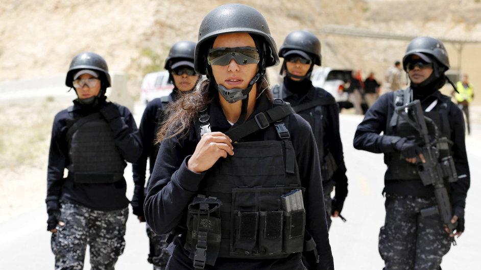 Členky jordánské policie se zúčastnily sedmého ročníku soutěže Warrior.