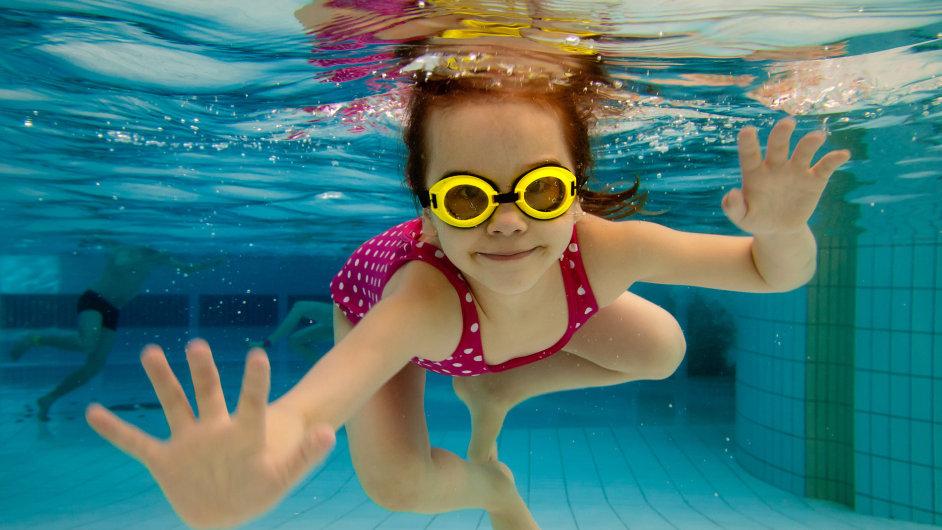 Plavání bude možná na základních školách povinné (ilustr. foto).