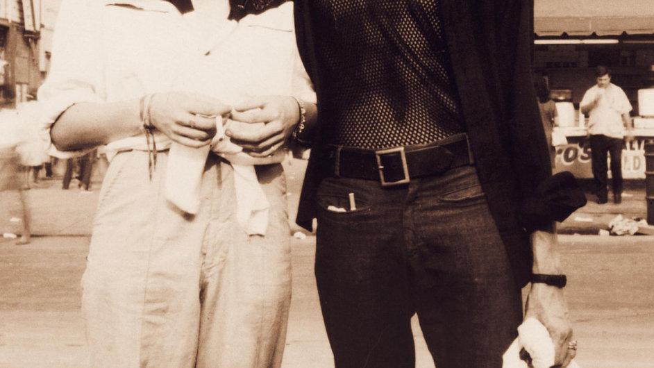 Obal amerického vydání knihy Patti Smithové (na snímku s Robertem Mapplethorpem).