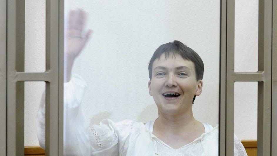 Ukrajinská pilotka Nadija Savčenková by mohla být vydána na Ukrajinu, naznačil ruský ministr spravedlnosti.