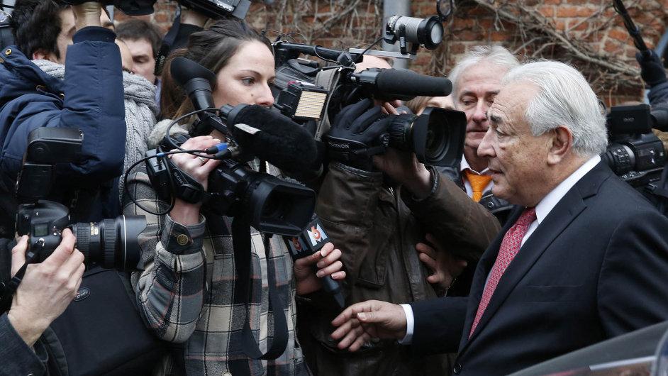 Pařížská prokuratura zahájila vyšetřování úpadku lucemburské investiční společnosti LSK, kterou do října loňského roku řídil bývalý francouzský politik a finančník Dominique Strauss-Kahn.