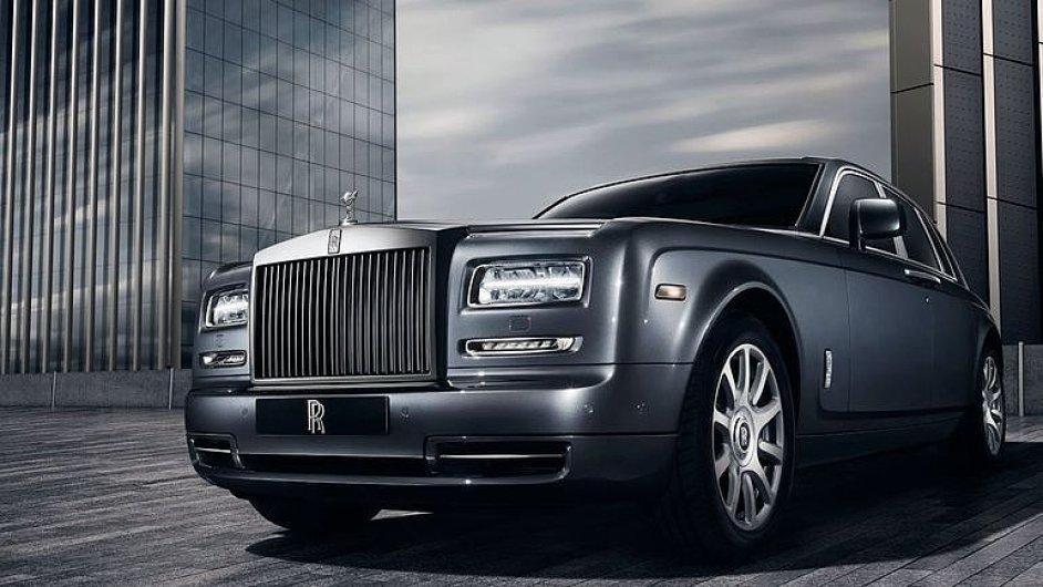 Rolls-Royce_Phantom_Dokonala_svatyne_luxusu