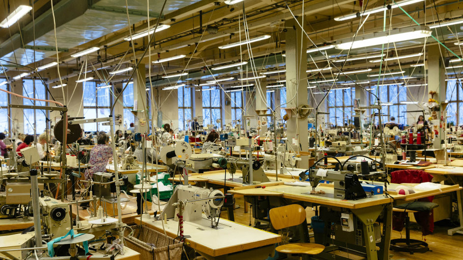 Triolu ročně opustí čtvrt milionu kusů kalhotek, plavek nebo podprsenek, nyní už pouze vlastních značek.