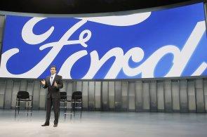 Ford chce do roku 2021 prodávat plně autonomní vůz. Mohl by doručovat zásilky či nákupy spolu s drony