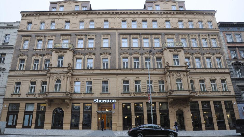 Do skupiny Starwood Hotels patří i pražský hotel Sheraton.