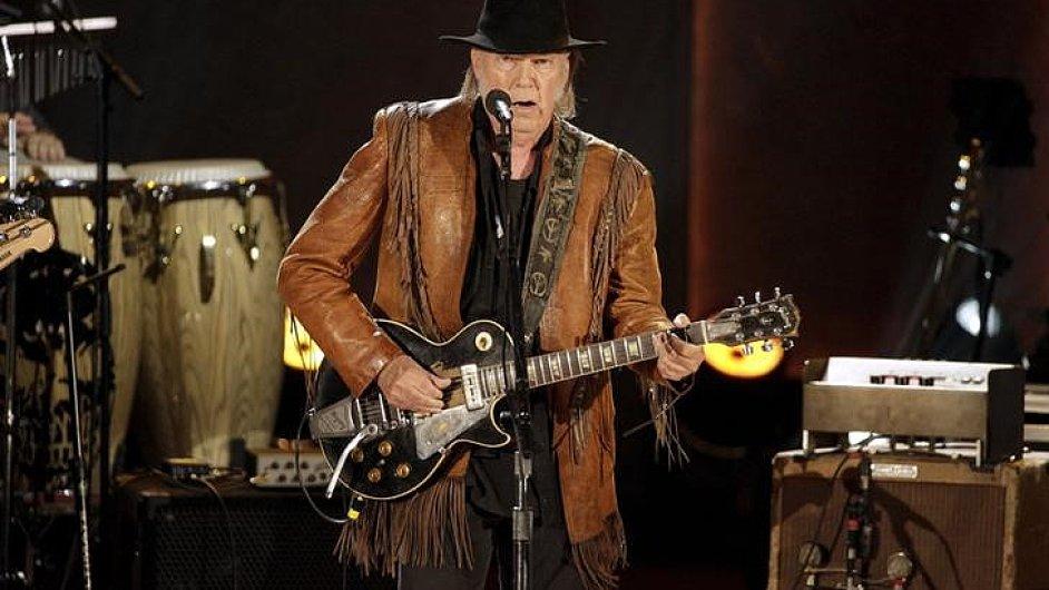 Neil Young na snímku z loňského listopadového koncertu v Kongresové knihovně ve Washingtonu.