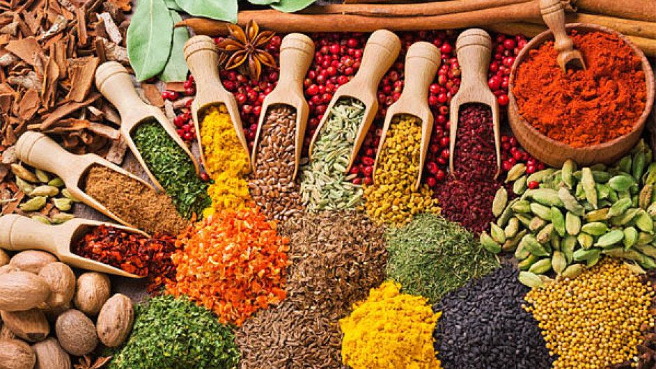 I když nepálská kuchyně není tak ostrá jako ta indická, přesto jí vévodí koření - Ilustrační foto.