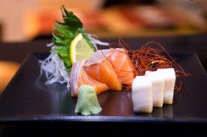 Kolik druh� sushi zn�, tolikr�t jsi gurm�nem: Zkuste japonskou lah�dku zabalenou netradi�n� v sezamu