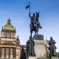 Pomn�k sv. V�clava na pra�sk�m V�clavsk�m n�m�st� vytvo�il Josef V�clav Myslbek.