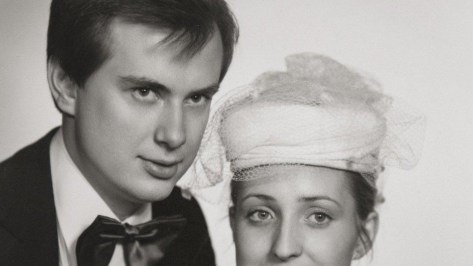 Helena Třeštíková zachytila už svatbu Ivany a Václava Strnadových v roce 1981 (na snímku).