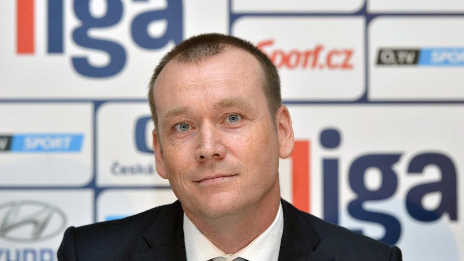 Zástupce nového sponzora Dušan Šenkypl, ředitel společnosti ePojištění.cz, vystoupil 28. července na tiskové konferenci Ligové fotbalové asociace před startem nového ročníku profesionálních soutěží.