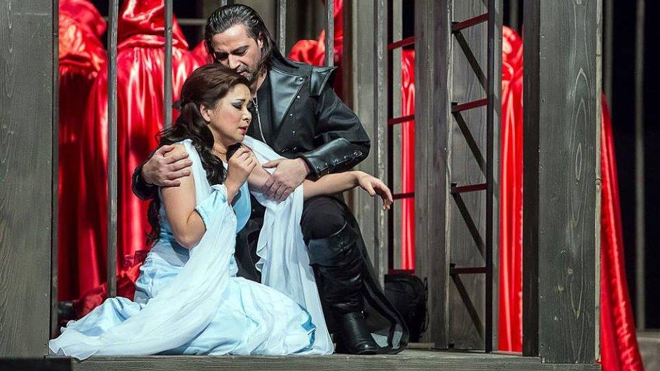 Snímek ze zkoušek Verdiho Trubadúra v Jihočeském divadle.