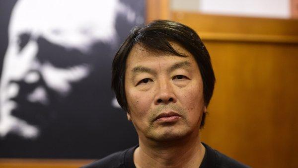 Čínský spisovatel Liou Čen-jün se v pondělí v pražském kině Evald zúčastnil promítání filmové adaptace svého románu Manžela jsem nezabila.