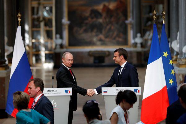 Vladimir Putin a Emmanuel Macron.