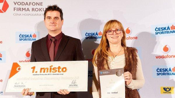 Cenu Vodafone firma roku 2017 Ústeckého kraje získal Jan Huber a ocenění Česká spořitelna Živnostník roku 2017 Hana Komárová.