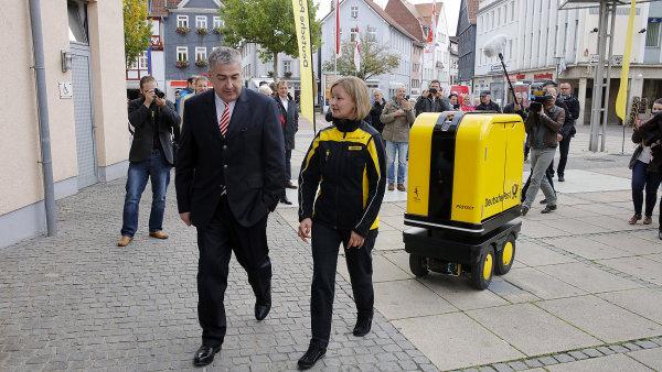 PostBot pomáhá pošťákům s nošením balíků a dopisů
