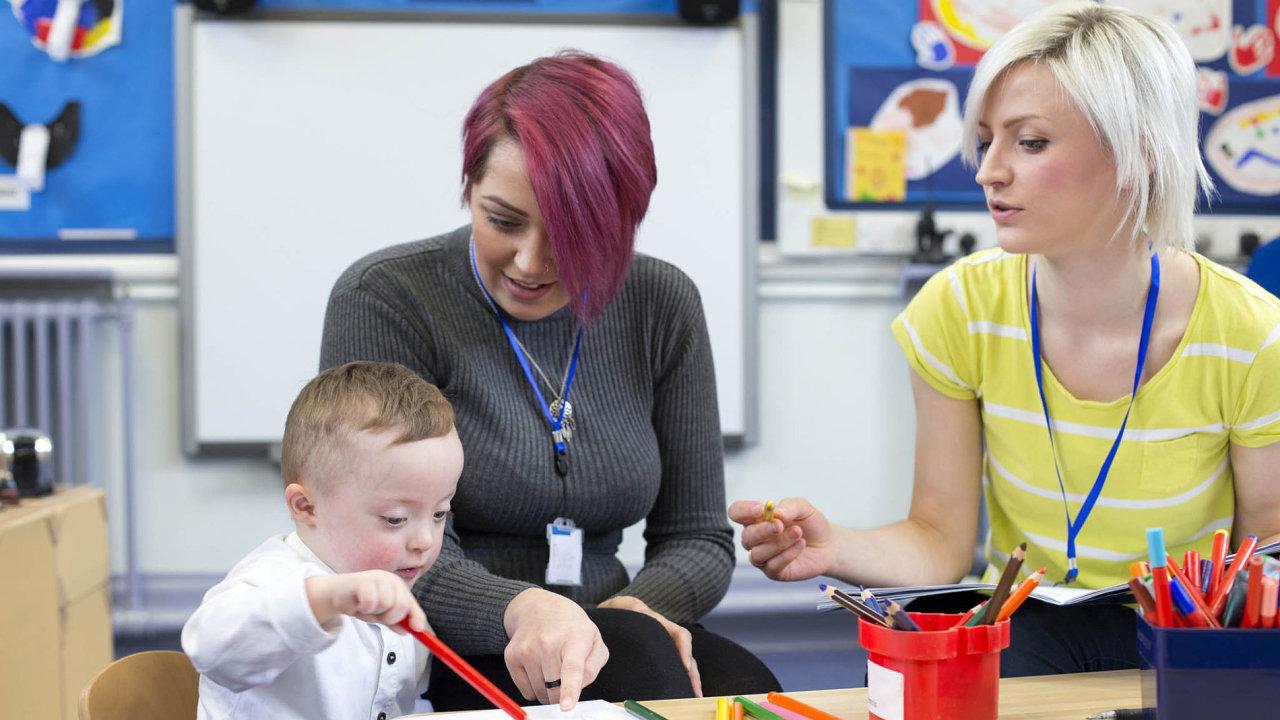 Inkluze. Začlenění dětí s lehčím postižením školy nezahltí. (ilustrační foto)