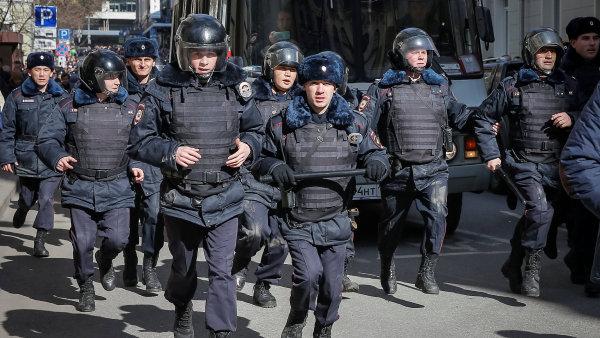 Ruská policie musela od začátku roku evakuovat přes čtvrt milionu lidí kvůli anonymním telefonátům.