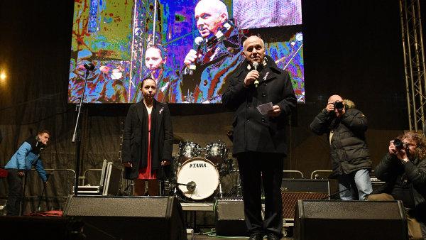 Na Václavském náměstí vystoupili i prezidentští kandidáti. Horáčkovi to nebylo umožněno, Hilšer mu nabídl část svého času