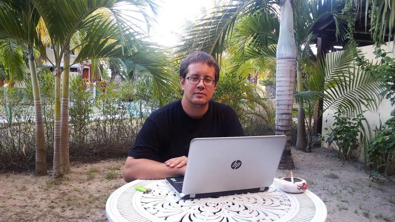 Josef Bouška v jedné ze svých kanceláří.