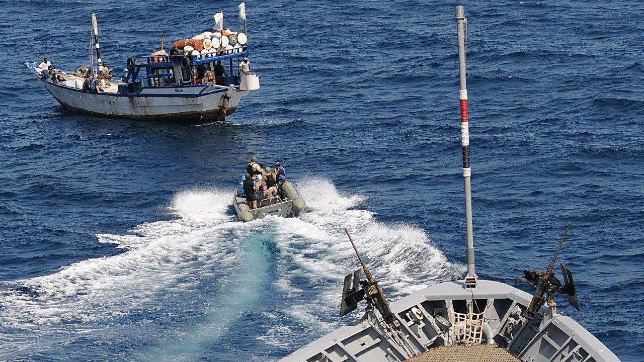 Americké námořnictvo bojuje proti pirátům v rámci jednotek NATO
