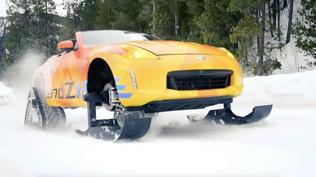 Nissan na dvoumístný sporťák nasadil lyže a pásy. Podívejte se, jak se s ním dá dovádět ve sněhu.