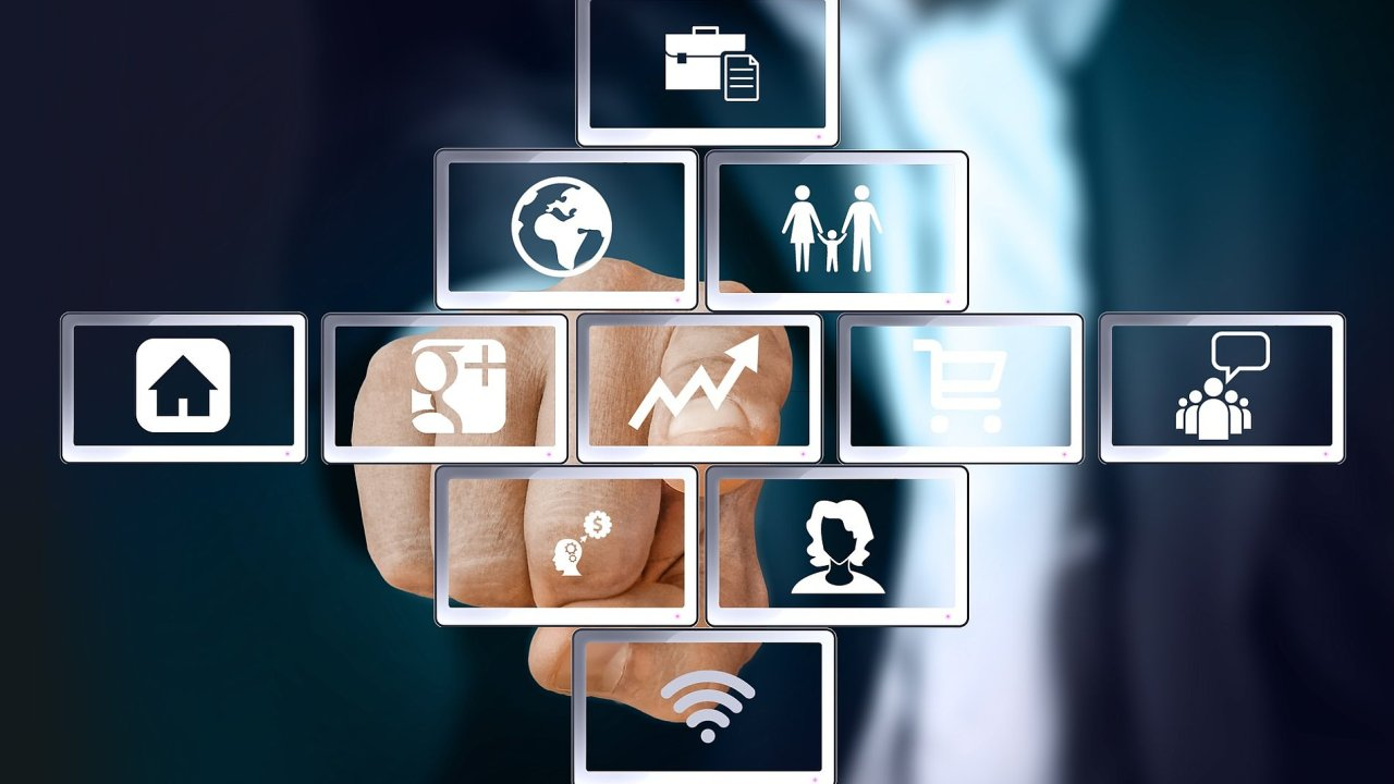 Trh práce výrazně ovlivní umělá inteligence a automatizace. – ilustrace