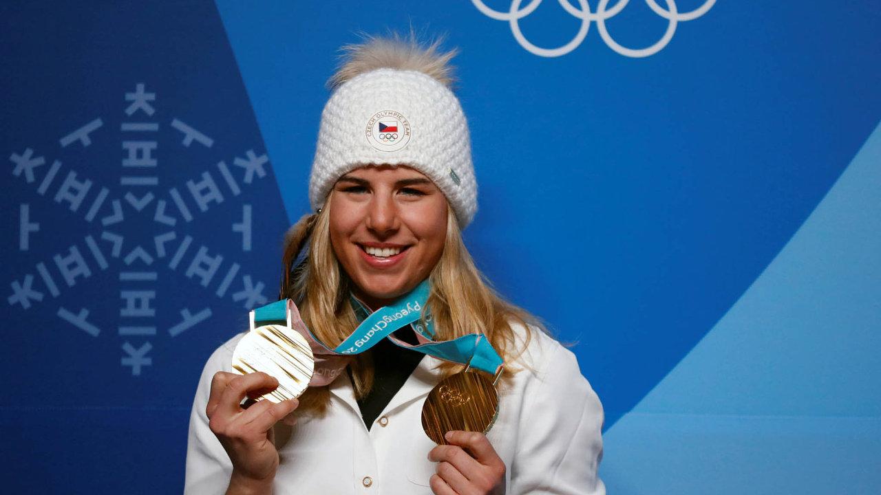 """Ester Ledecká, """"obojživelnice"""" se zlatem ze superobřího slalomu na lyžích a obřího slalomu na snowboardu, je největším nejen českým, ale zřejmě i světovým úkazem her."""