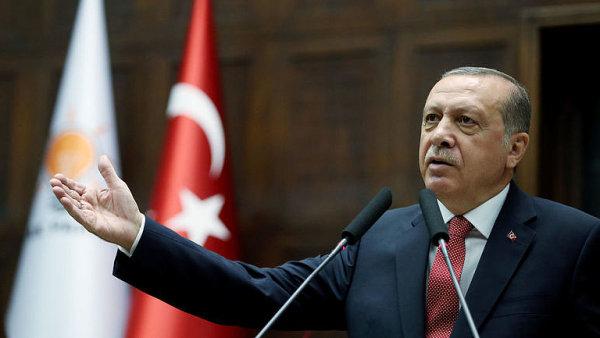 Zrušení výjimečného opatření slíbil prezident Erdogan v kampani.