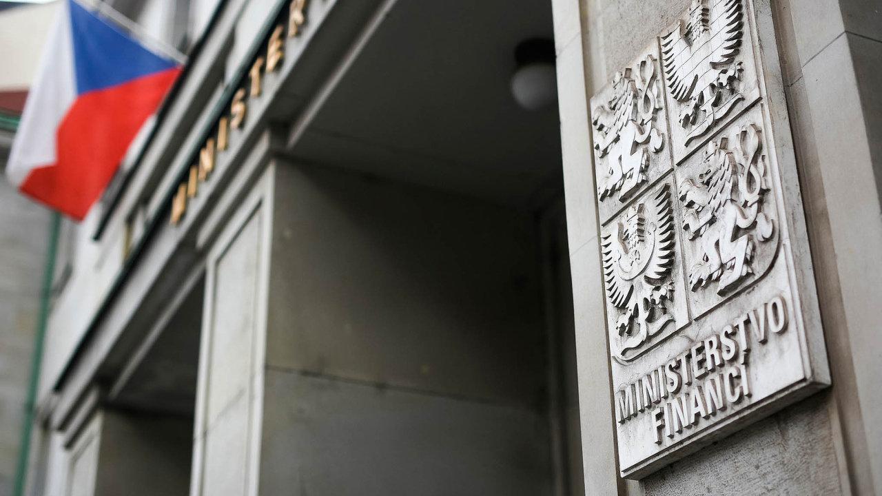 Schodek schváleného rozpočtu ve výši 40 miliard korun kritizovala pravicová opozice iekonomové.