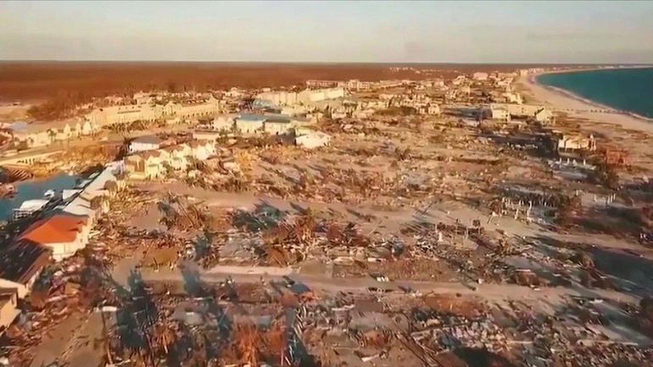 Záběry z dronu: Pobřežní město na Floridě srovnal hurikán se zemí.