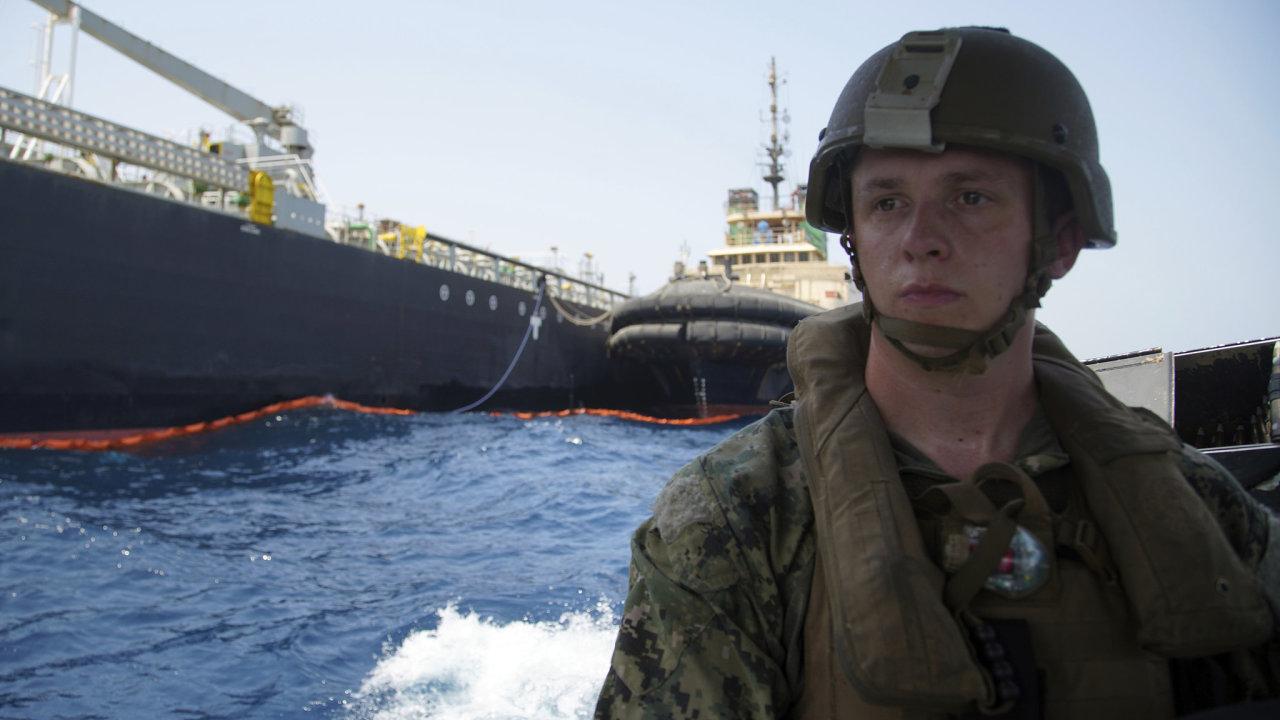S vyšetřováním útoků na japonský a norský tanker pomáhalo i americké námořnictvo. To v minulosti zajišťovalo bezpečnost lodí ve vodách Perského zálivu.