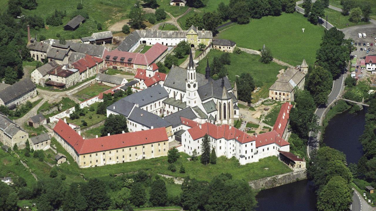 Klášter cisterciáků ve Vyšším Broděmusí Lesům ČR vrátit přes dva tisíce hektarů lesů.