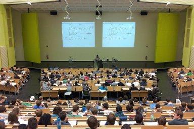 Polovina studentů si nedovede představit studium bez technologických pomůcek, ilustrační foto