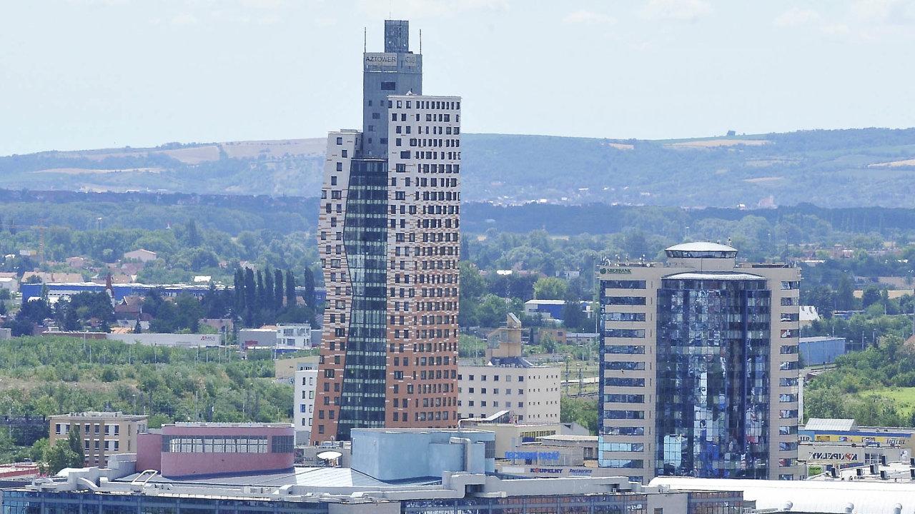 Nejvyšší budovu v Česku - 111 metrů vysokou AZ Tower v Brně - ovládla loni investiční skupina Natland. Cenu transakce nezveřejnila.