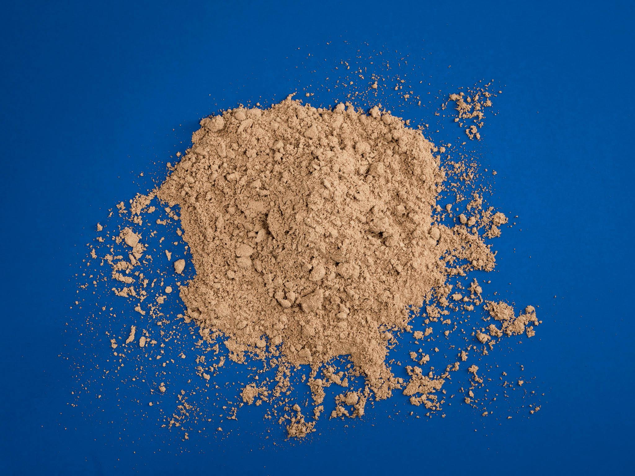 Značka Sens uvádí, že navýrobu cvrččího proteinu je oproti hovězímu potřeba 2000krát méně vody aje vyprodukováno 100krát méně skleníkových plynů. Zcvrččí mouky vyrábí tyčinky, těstoviny ikrekry.