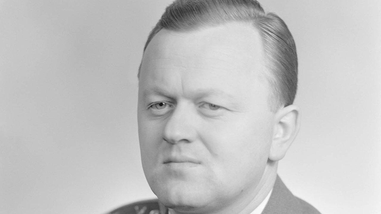 Muž, který dokázal těžit zobou režimů, komunistického ikapitalistického. Generál Jan Šejna vroce 1964.
