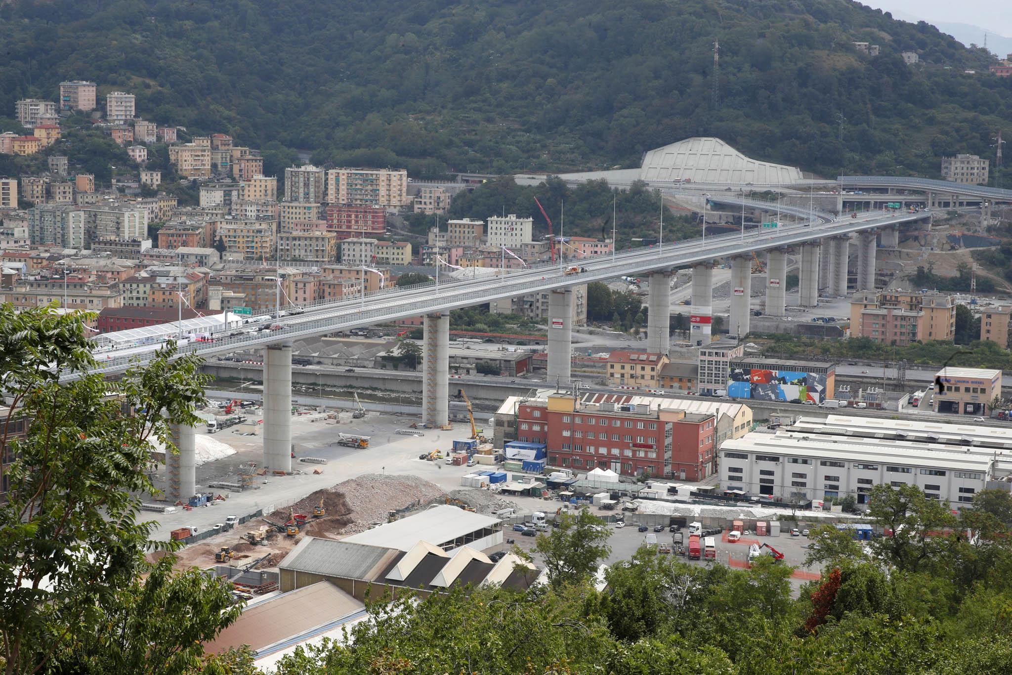 Vseveroitalském Janově slavnostně otevřeli nový dálniční most namístě Morandiho mostu, jehož část se 14.srpna 2018 zřítila.