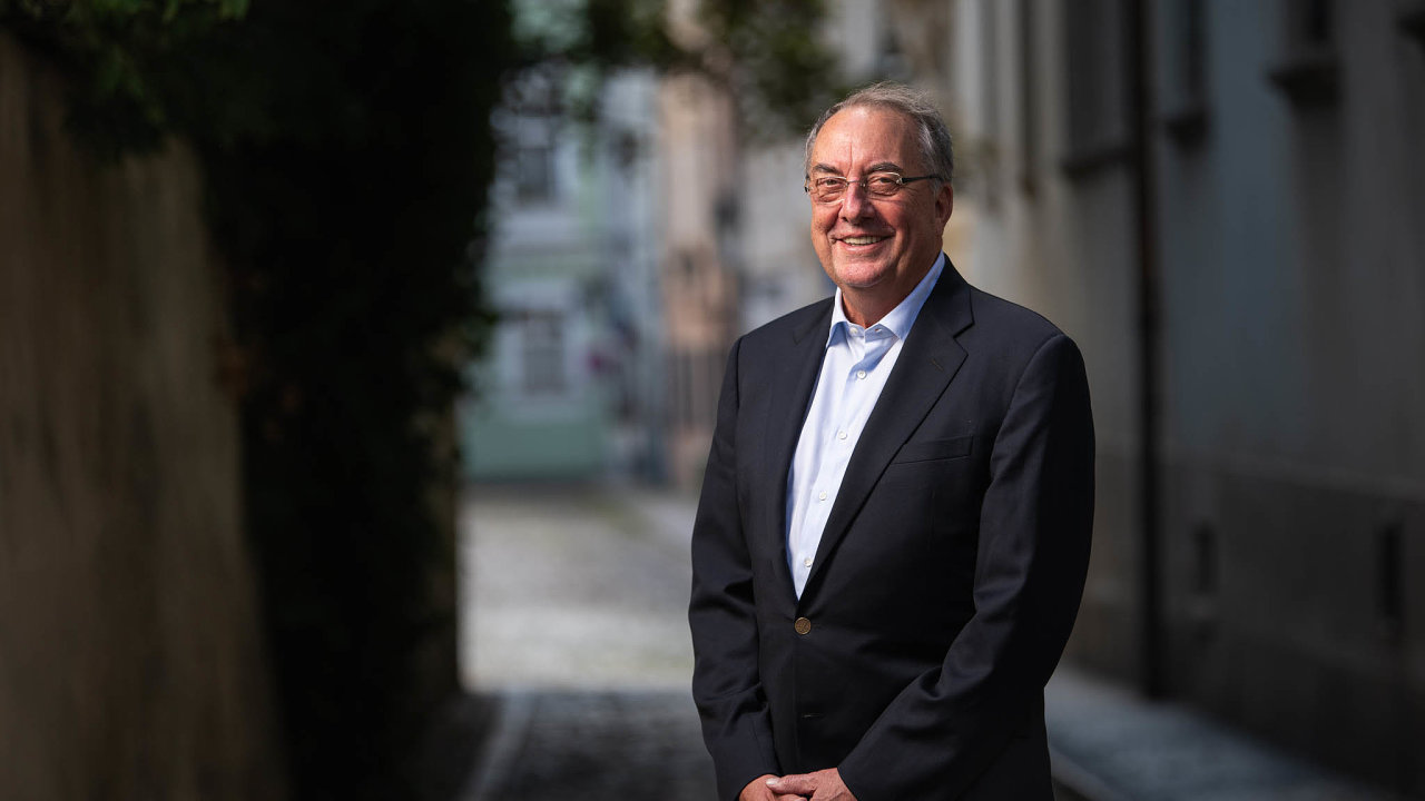 Věří ve svou firmu. Novavax se ve farmaceutickém byznysu dosud nijak nevyznamenal, jeho generální ředitel Stanley Erck však věří, že koronavirus firmu vynese do popředí.
