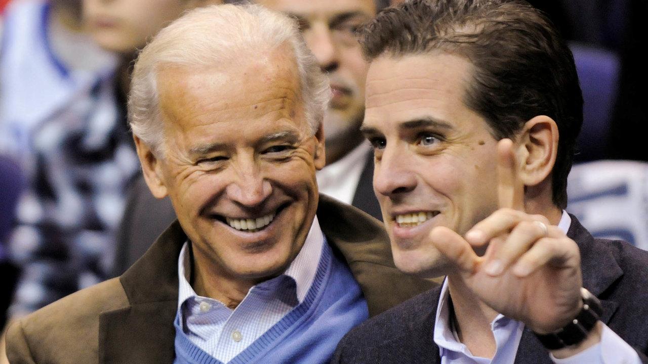 Starosti sdětmi.Mladší syn Hunter (nasnímku vpravo) Joeu Bidenovi (vlevo) působí často trápení. Starší Beau zemřel vroce 2015, otci ale radil, ať pokračuje vpolitice.