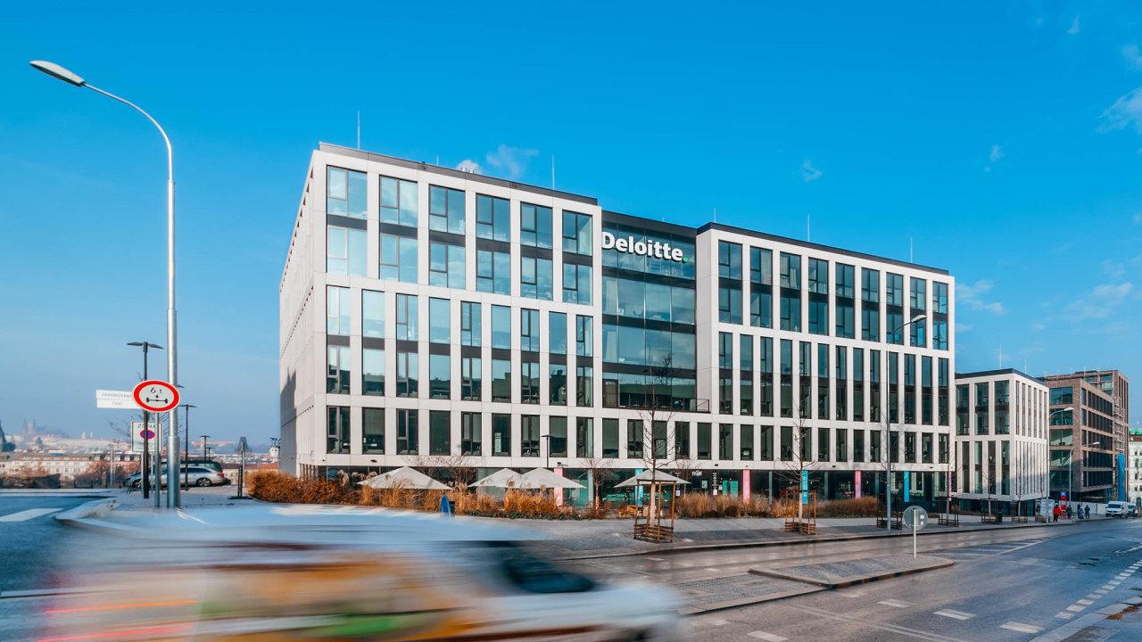 Churchill Square. Administrativní komplex unáměstí Winstona Churchilla napražském Žižkově nabízí zhruba 30 tisíc metrů čtverečních, největšími nájemníky jsou společnosti Deloitte aFortuna.