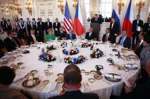 Prezident Václav Klaus při slavnostním obědu s Obamou a Medveděvem