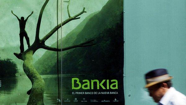 Plakát španělské spořitelny Bankia v Madridu.