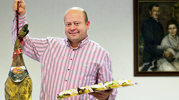 Když se řekne Paukert, každý si vybaví jen chlebíček. Ještě asi chvilku potrvá, než si lidé zvyknou, že nabízíme i čokoládu, říká Radim Bobek, spolumajitel lahůdkářství.