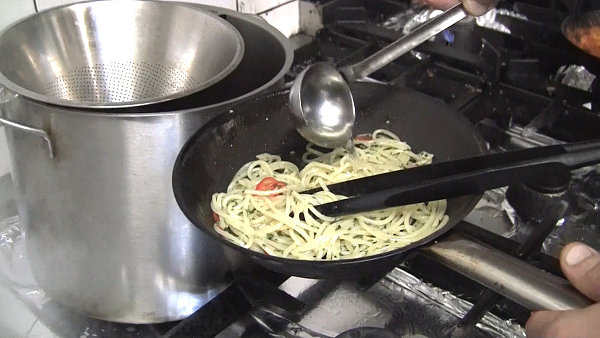 Těstoviny Aglio Olio e Peperoncino