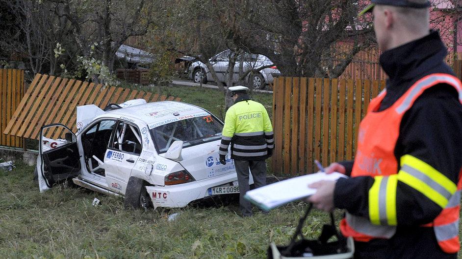 Závodní vůz na amatérské rallye na Slovácku zabil diváky