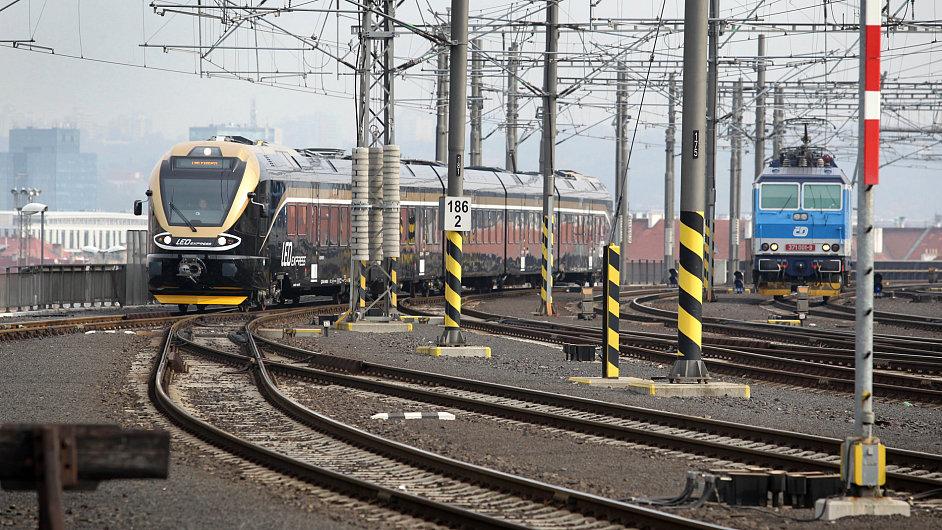 Nové vlaky LEO Express ve zkušebním provozu na trati Praha - Ostrava - Bohumín.